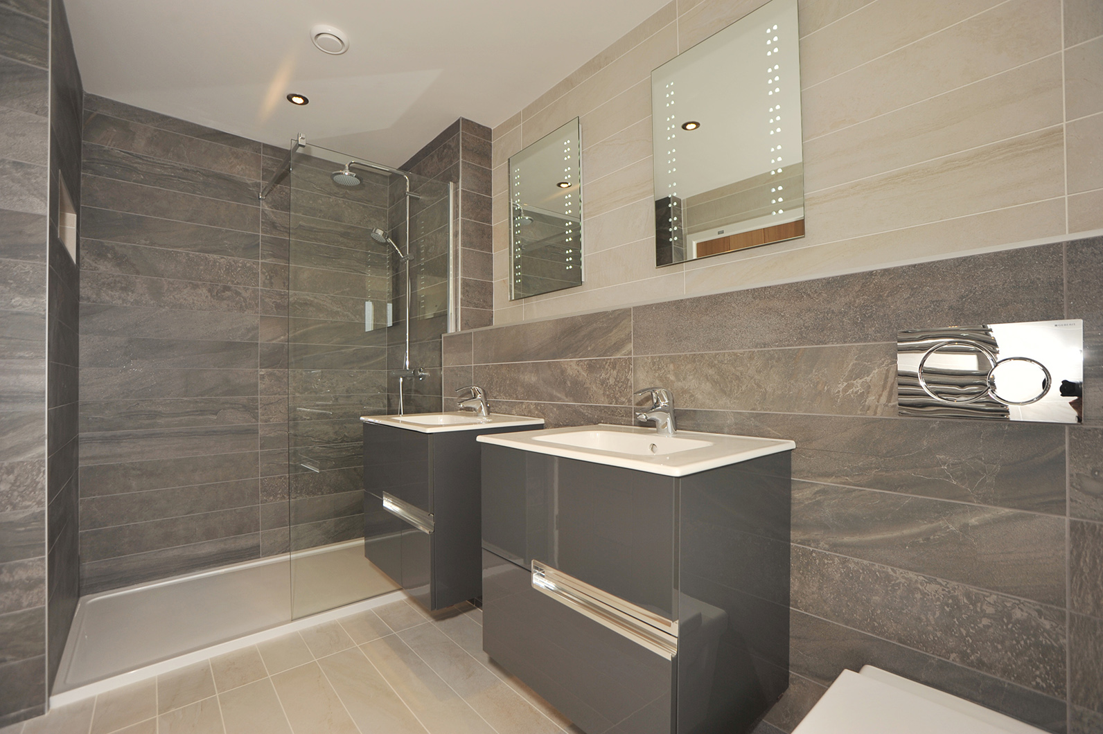 Modern Ensuite Shower Room